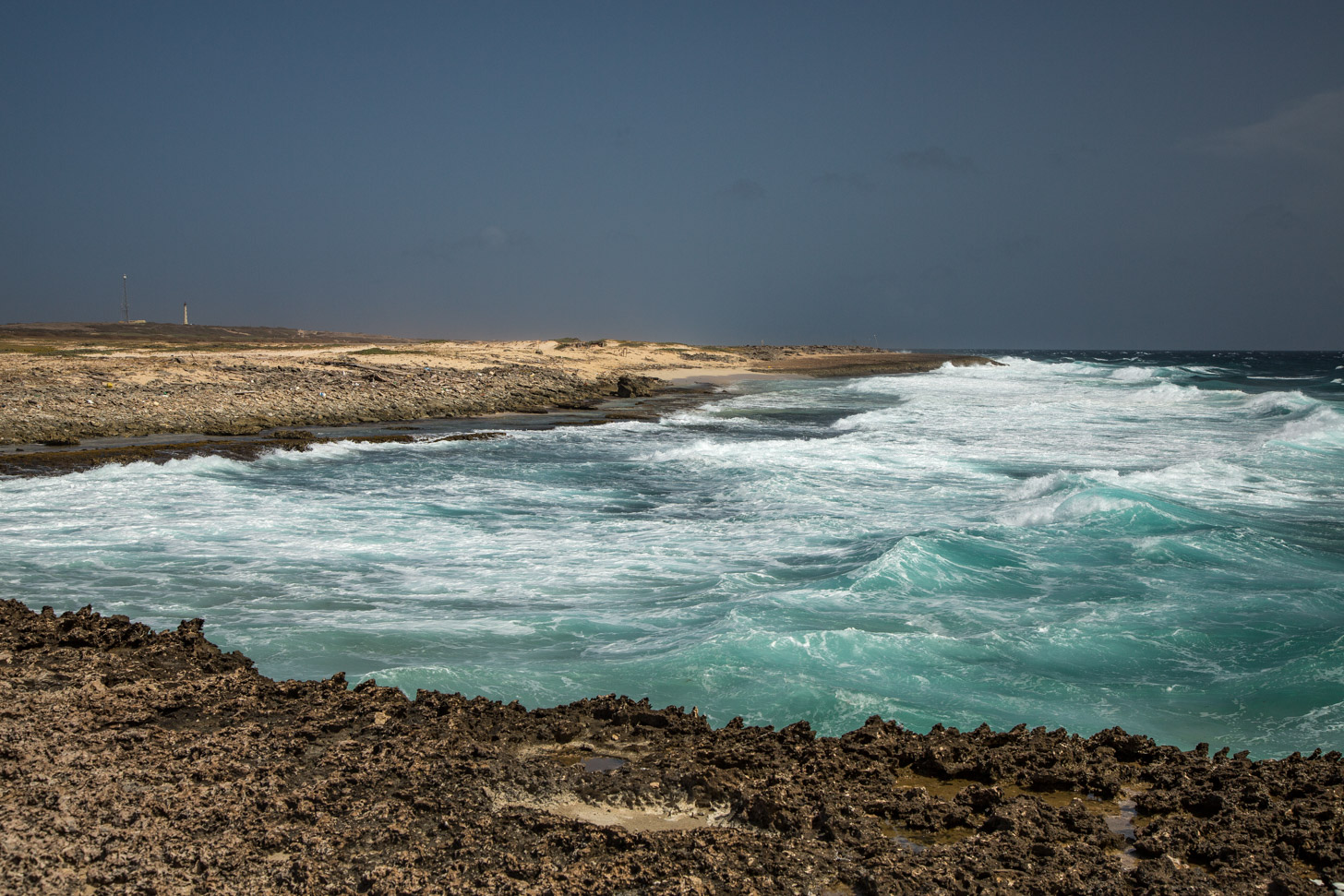 fraaie kleuren aan de ruige noordkust van Aruba